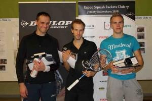 1. kaavion voittajat 1. Matias Tuomi (kesk.), 2. Arttu Moisio (vas.) ja 3. Aleksi Leskinen (oik.)