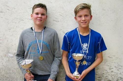 Pojat alle 13 menestyjät: 1. Oskari Laitinen OSK, 2. Ville Ruismäki ESRC, kuvasta puuttuu 3. Leo Paatelainen ESRC