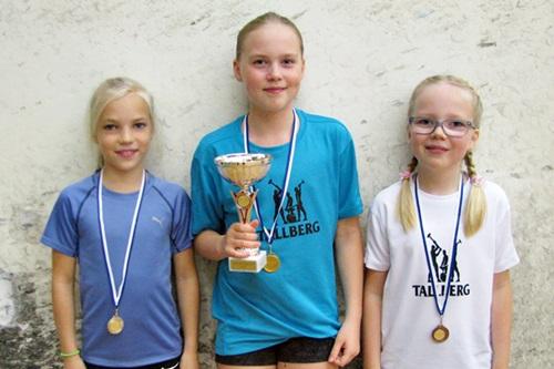 Tytöt alle 11 menestyjät: 2. Roosa Joutsi SquNa, 1. Jane Kotila ESRC & 3. Nea Ollikainen ESRC
